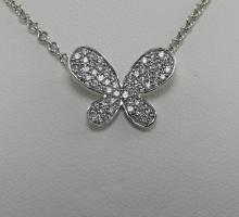 Or Collier or blanc motif papillon  pavage diamants